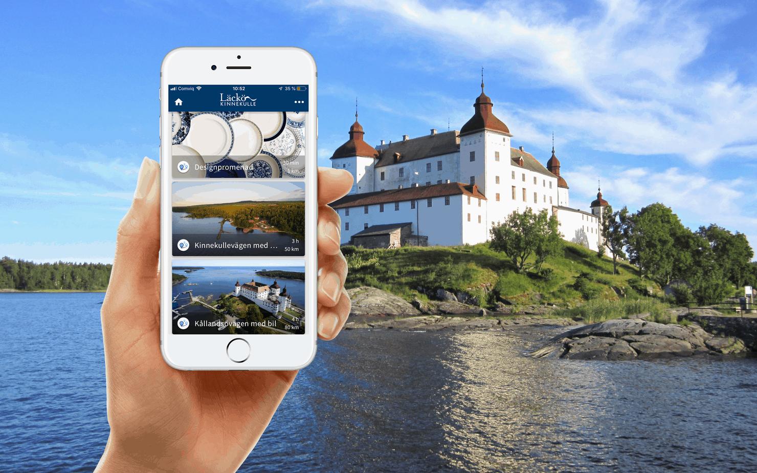 Appen Läckö-Kinnekulle hålls upp framför Läckö slott en vacker sommardag.
